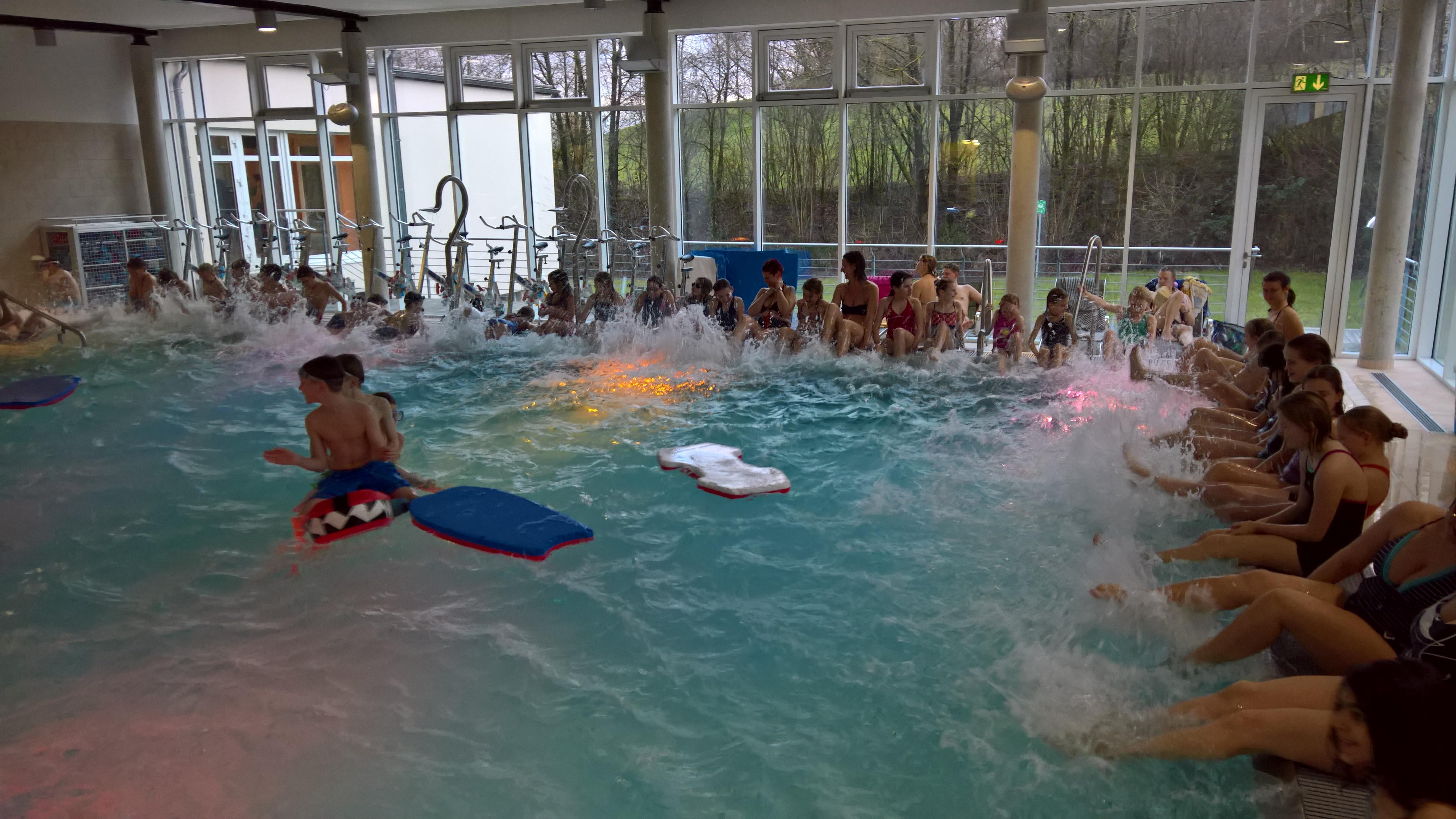 Schwimmbad Neunkirchen Seelscheid : gemeinde neunkirchen seelscheid kinoatmosph re in der aquarena schwimmhalle ~ Frokenaadalensverden.com Haus und Dekorationen